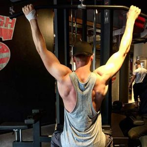 Tirage à la poulie haute : début du mouvement